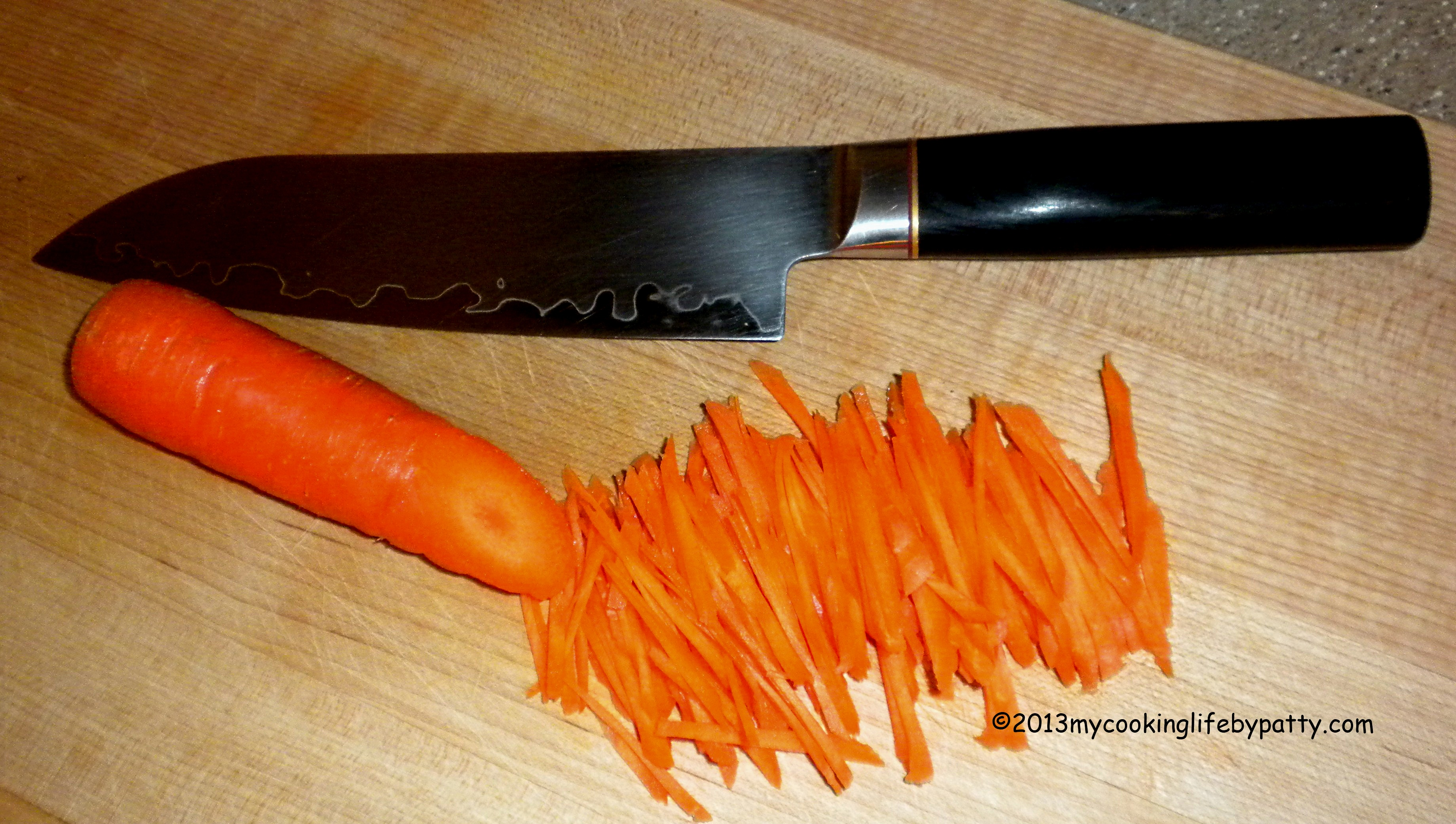 The carrot was sliced at an angle to even out the size throughout and then cut into matchsticks.