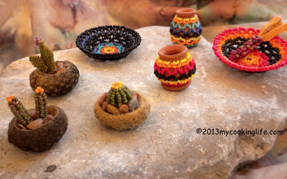 Michele makes a lot of beaded jewelry and her work is unique---not the same thing you see everywhere around here. But you know me, I was drawn to the little pots and especially the little beaded ear of corn in the bowl!