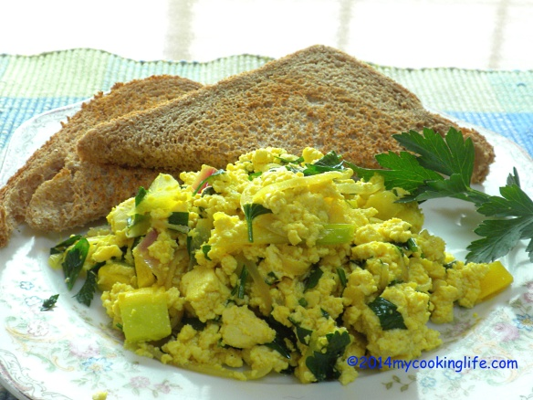 SCRAMBLED TOFU BREAKFAST